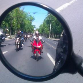 ATENTIE SOFERI! SI MOTOCICLISTII EXISTA IN TRAFIC!