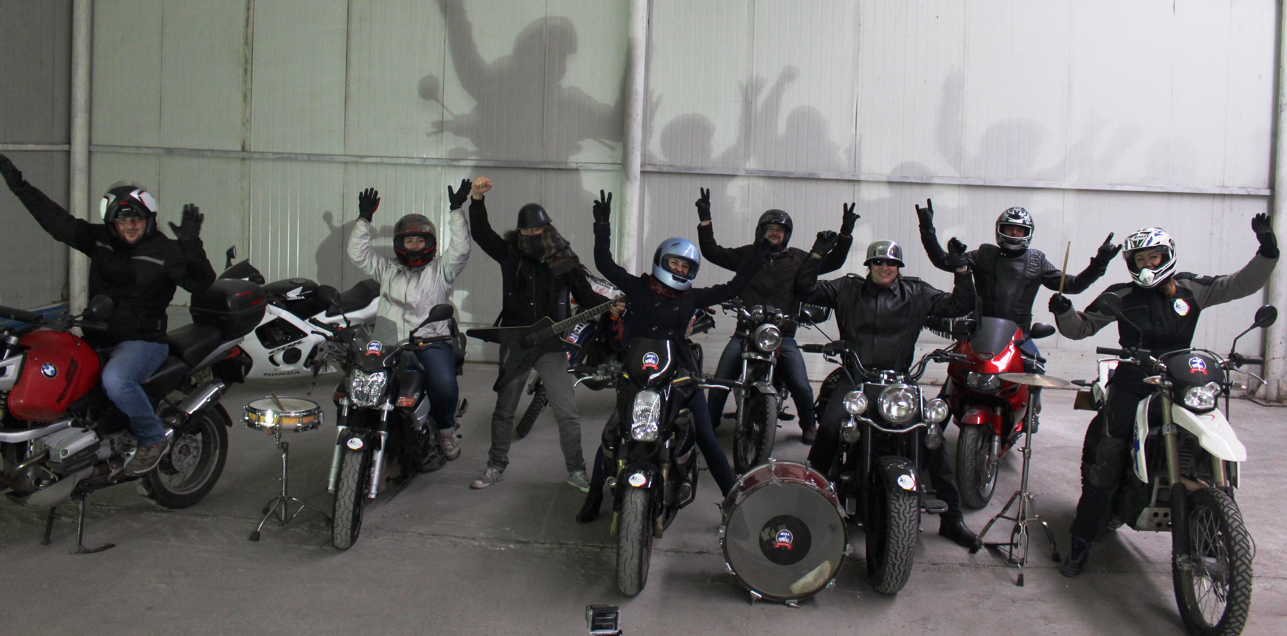 moto incepatori - scoala moto ami iarna craciun fericit