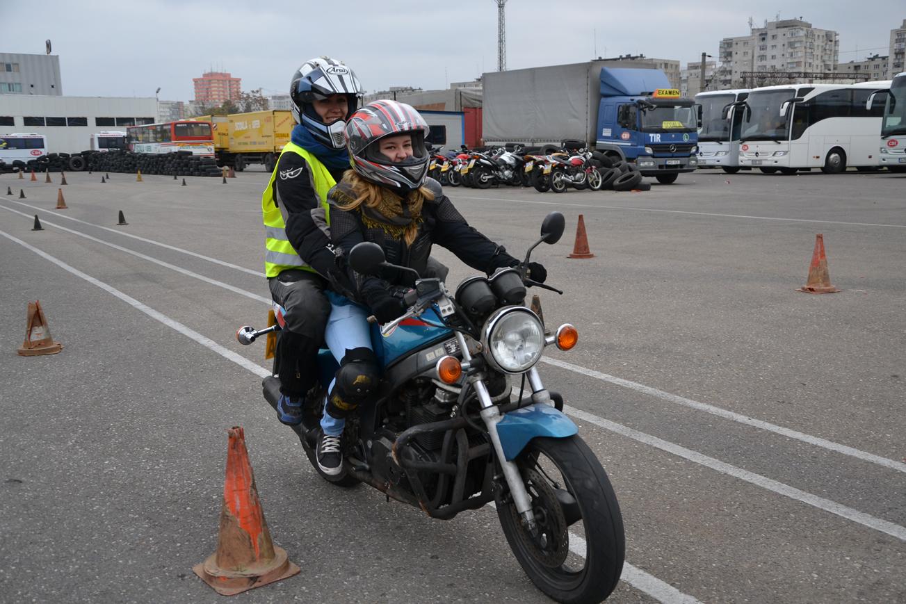 mersul cu pasager - Ghidul Motociclistului Incepator