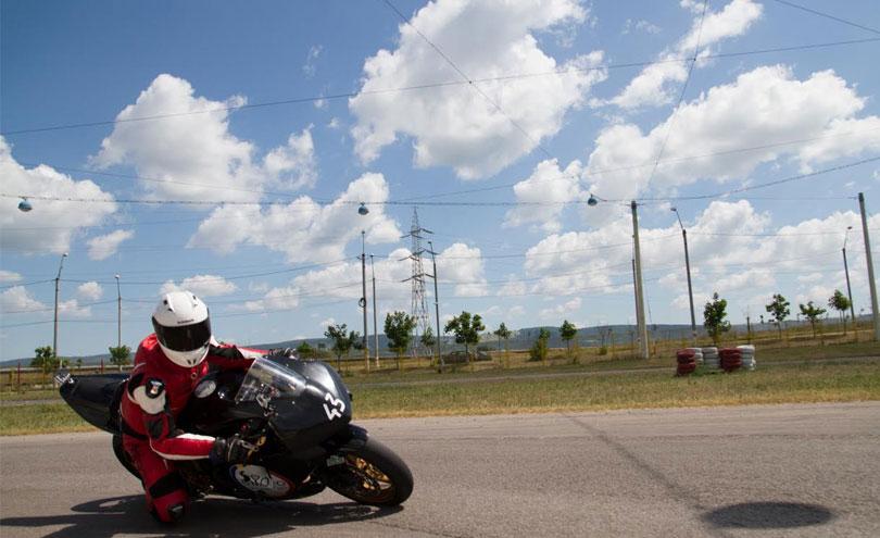 abordare viraje - ghidul mototciclistului incepator